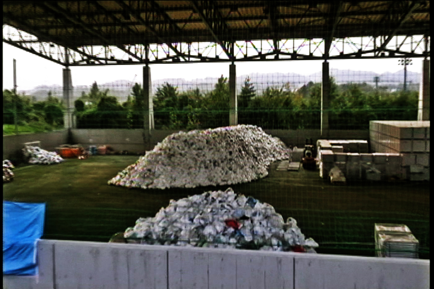 Radioactive wastes dump (Tyvek etc) (1)