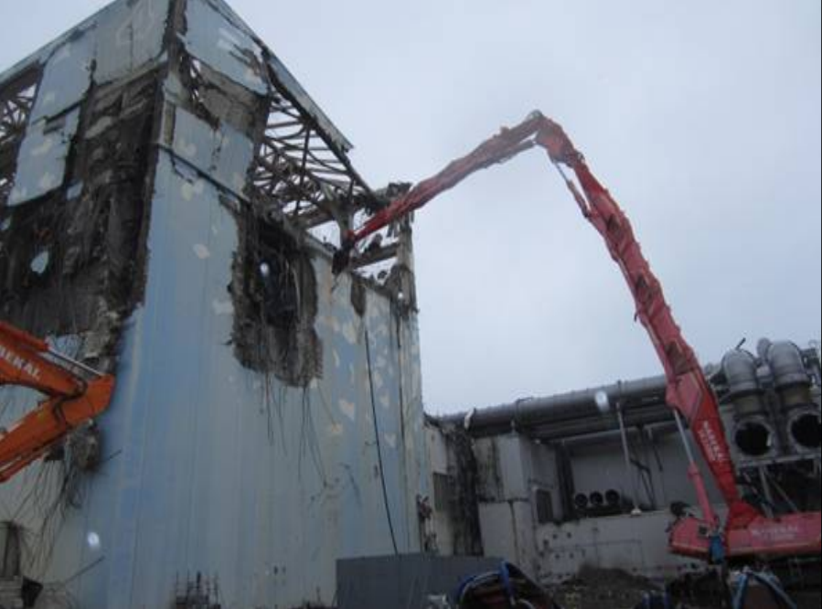 Reactor 4 Debris Removal Work