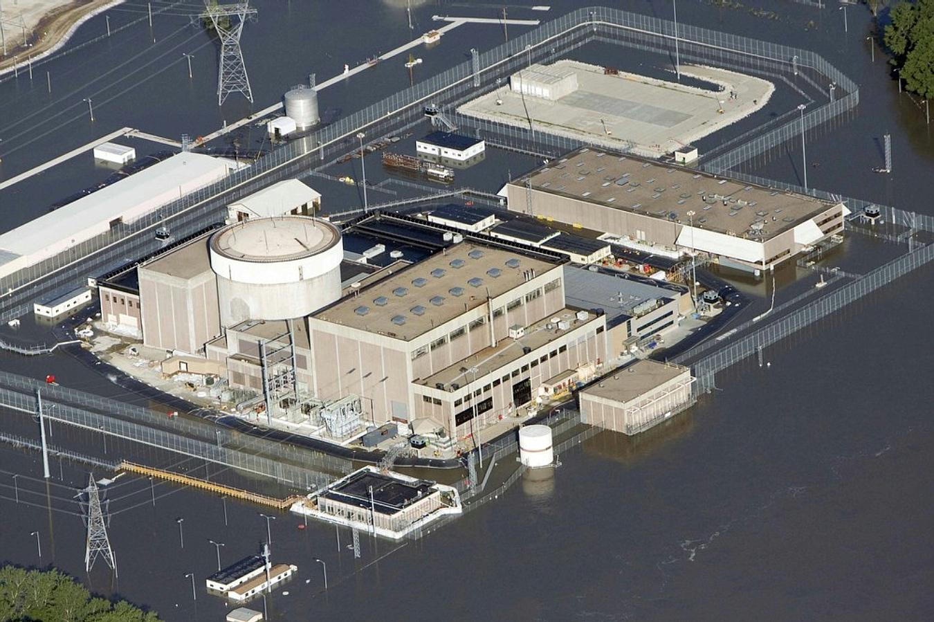 Fort Calhoun Nuclear Power Plant surrounded by floodwaters in 2011
